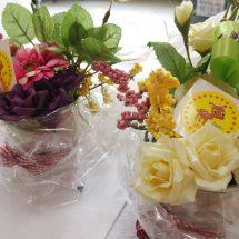 花輪の文化祭で子供だぢ店っこも出して、みんなでつぐったフラワーベースの販売してらす。