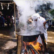 松館の神社のお祭っこで、湯立でづのあるす。