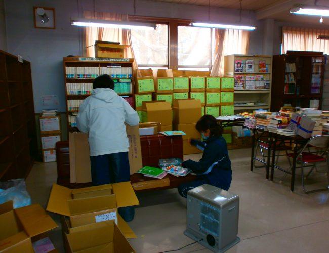 花輪図書館、引っ越しの準備で大忙しだす。