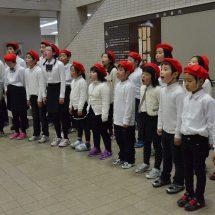 草木小の子どもだぢ、市役所でミニコンサートやったす。