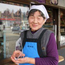 鹿角でシカ、会えない人⇒ 道の駅かづの「あんとらあ」 岩船屋(いわふねや)・岩船正子(いわふねまさこ)さん(80歳)