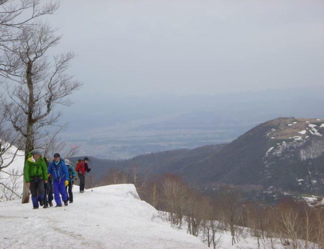 春の青垣山の縦走登山